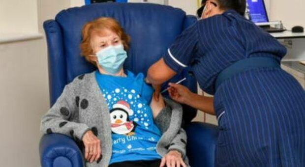 Vaccino in GB, chi è Margaret Keenan, la 90enne prima vaccinata in Occidente