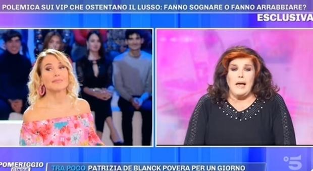 Barbara D'Urso, Patrizia De Blanck in diretta: «Non sento un cavolo». Gelo a Pomeriggio 5