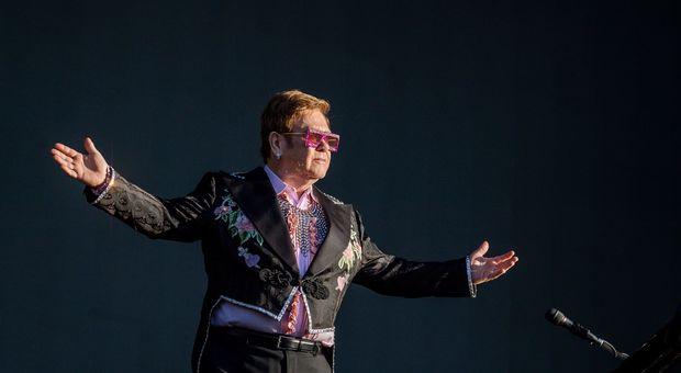 Elton John e il cancro alla prostata: «Stavo per morire, mi sono salvato per 24 ore»