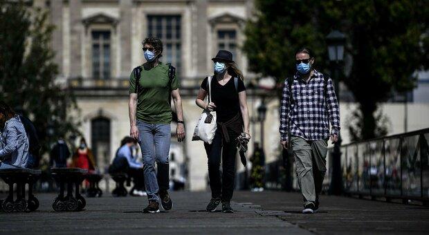 Covid, la Francia trema: 8.577 nuovi casi. «Il governo dovrà prendere decisioni difficili»