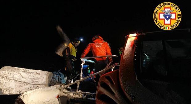 Vanno a sciare in montagna e si perdono: salvati dai soccorritori, saranno multati