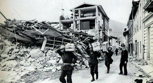 Terremoto Irpinia, 40 anni fa la tragedia che fece quasi 3.000 morti. Mattarella: peggior catastrofe della Repubblica