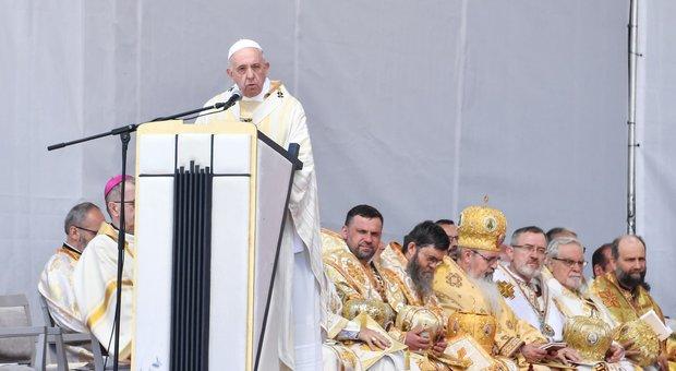 Il Papa: «La politica abbandoni l'odio, pregate per l'Ue»