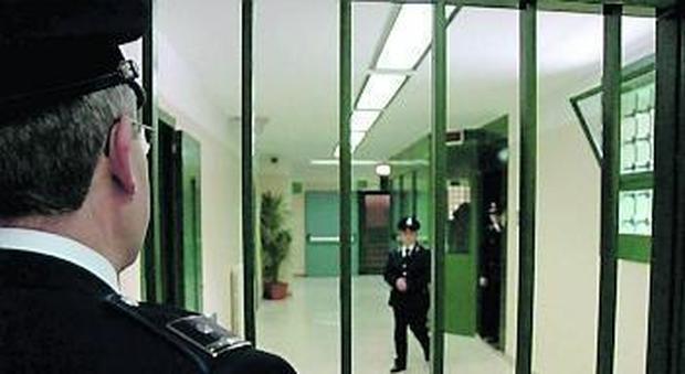Tenta suicidio nel carcere di Frosinone, un agente lo salva in extremis