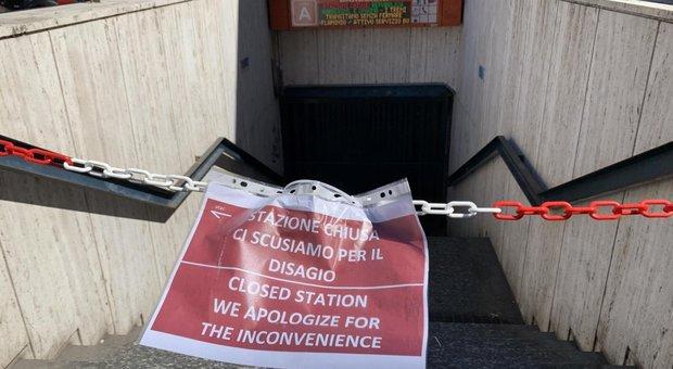 La stazione di Barberini chiusa