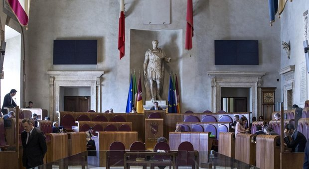 Roma, paralisi Campidoglio, ansia M5S. «Risorse del governo inutilizzate»
