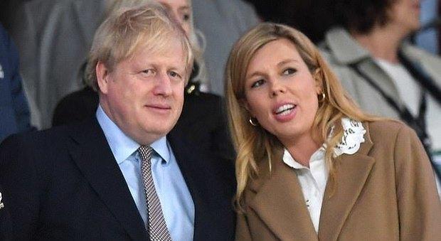 Coronavirus, dopo Boris Johnson in isolamento anche Carrie Symonds, la compagna incinta del premier