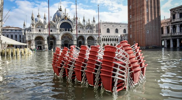 Venezia allagata, dal governo subito 20 milioni, ma la città teme un altro picco di marea
