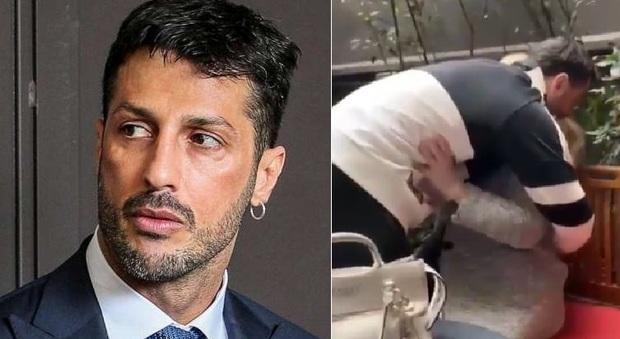 Fabrizio Corona torna a casa ai domiciliari, commovente l'abbraccio con mamma Gabriella