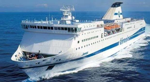 Notte da incubo su traghetto Cagliari-Napoli: furti e ...