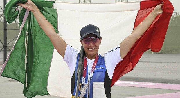 Chi è Diana Bacosi, argento nel tiro a volo e cosa è lo skeet, la specialità in cui l'Italia comanda alle Olimpiadi