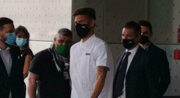 Giroud sbarca a Milano. Dybala, ora la Juve ha fretta: fissato l'incontro per il rinnovo