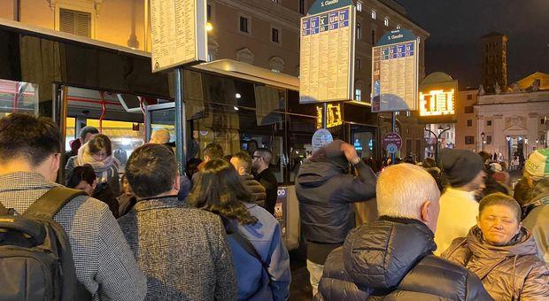 Passeggeri in attesa del bus