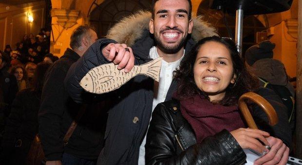 Sardine, continua la mobilitazione da Rimini a Firenze e Milano. Salvini: «Mi piacciono, andrò a stringere la mano»