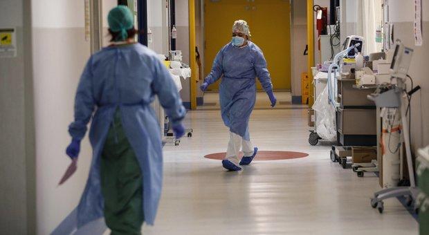 Coronavirus, diretta: in Gran Bretagna nuovo record di decessi, oggi sono 980, con il totale che sfiora i 9.000