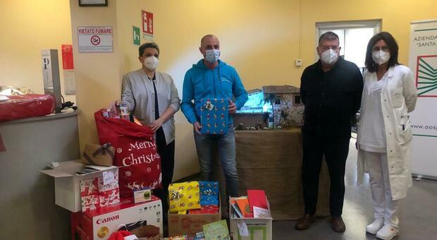 Terni: giocattoli, libri e strumentazioni mediche per i bimbi di Pediatria con le donazioni dei lavoratori Treofan