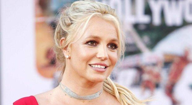Britney Spears vince la prima battaglia legale contro la tutela paterna, i fan esultano
