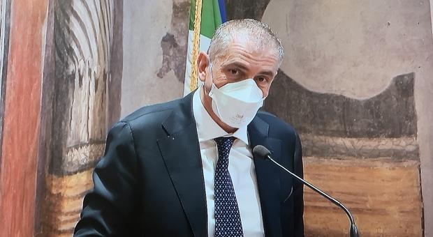 Andrea Costa, sottosegretario alla Sanità: «Le Regioni mai restate senza vaccini. Ora pensare a riaperture e controlli»