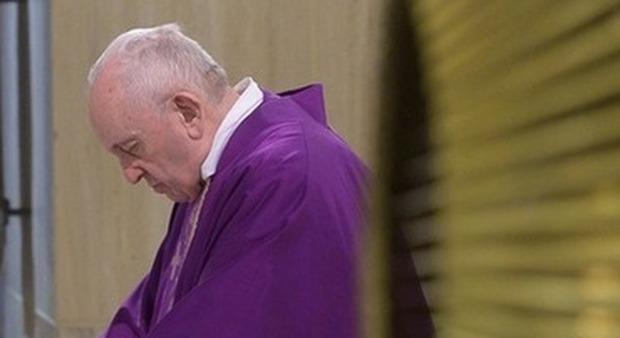 Abusi, prete condannato a 6 anni ma assolto dalla Chiesa: la mamma del minore chiede giustizia