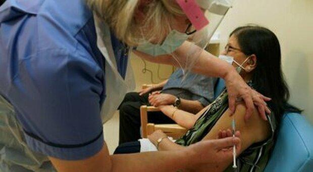 Vaccino Covid, arrivano i fondi europei per Reithera, le Regioni: dosi in ritardo