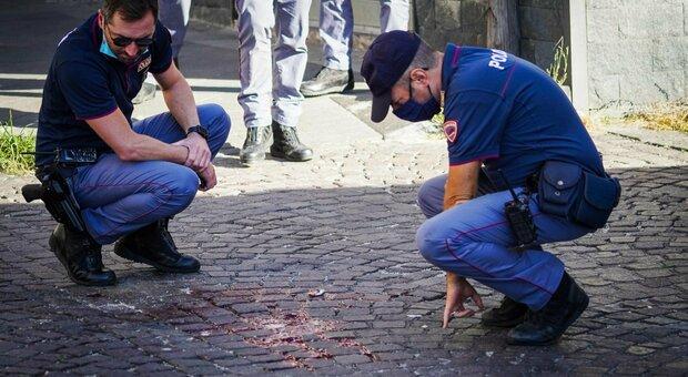 Napoli, polizia sventa una rapina: muore ladro 17enne. Il complice è figlio di Genny 'a carogna