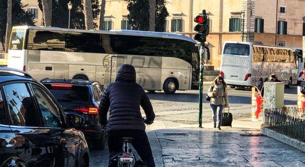 La rivolta dei bus turistici, Cassese: «Questa protesta limita i diritti di tutti i romani» L'anteprima sul Messaggero Digital