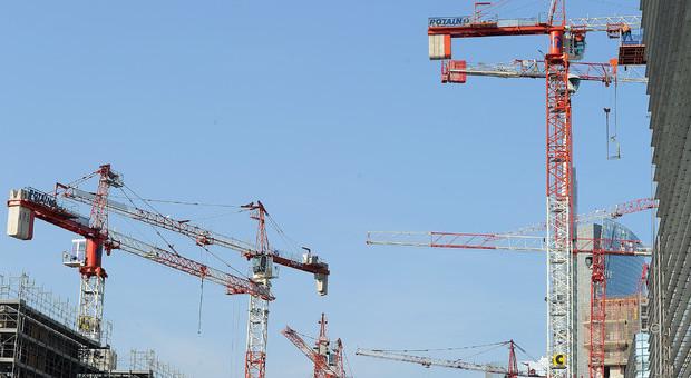 Manovra, appalti senza gara: alzato il tetto da 40 a 200mila euro. E scoppia la polemica