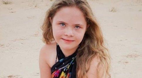 Mamma condivide la foto della figlia con sindrome di down su Facebook, la 15enne diventa una modella
