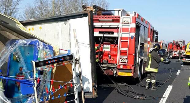 Roma, maxi-tamponamento sull'A1: 4 feriti. Chiuso tratto, 4 chilometri di coda