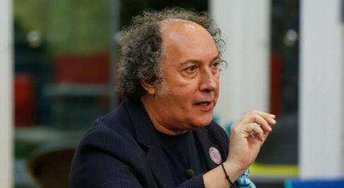 Gf Vip, lite furiosa tra Fulvio Abbate a Myriam Catania: «Sai chi sono io?». Ecco cosa è successo