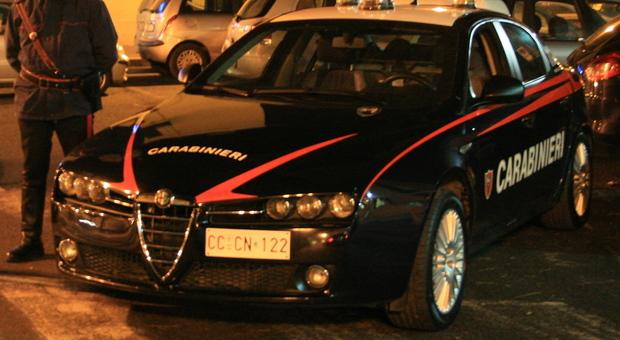 Assalto in villa alle porte di Roma, moglie e marito sequestrati da banditi armati: caccia ai ladri in fuga