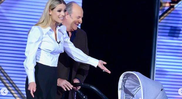 Verissimo, l'ingresso di Gerry Scotti e Michelle Hunziker è tenerissimo: «Vorrei conoscere la figlia di mia nipote»