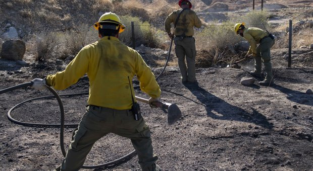 California in fiamme, i ricchi assumono pompieri privati per 3 mila dollari al giorno