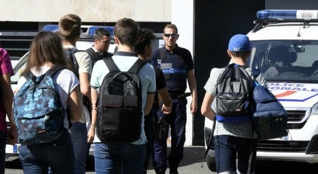 Francia, è morta la 15enne accoltellata da un compagno di scuola: l'aggressore è internato in psichiatria