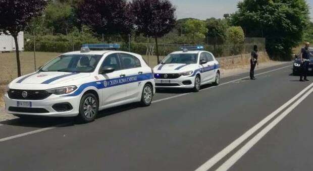 Roma, incidente al Prenestino: auto investe una coppia. Muore un uomo di 77 anni