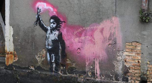 immagine Un'opera di Banksy a Venezia? Il misterioso murales all'apertura della Biennale