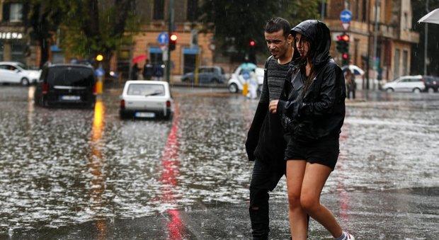 Roma nel caos per pioggia, Raggi: colpa del cambiamento climatico, ma la città ha retto
