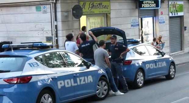 Ancona, studentessa cade dalla finestra e muore, era in casa con il fidanzato