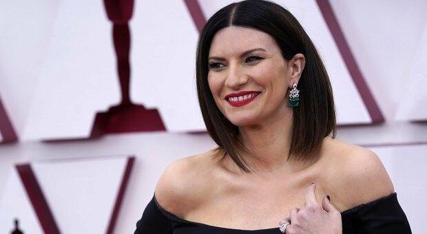 Laura Pausini, niente Oscar 2021: «Torno in Italia felice, esperienza irripetibile»