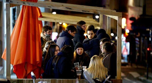 Covid a Trieste, titolare di un bar multato due volte la stessa sera: «Clienti assembrati sia alle 18 sia alle 20»