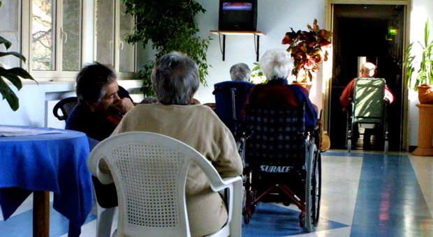 Omicidio all'ospizio, donna di 102 anni uccide la vicina di stanza di 92