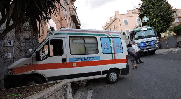 Genzano, paura in piazza della Libertà, rogo distrugge un appartamento: un ferito (Foto Luciano Sciurba)