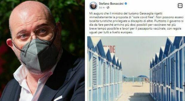 Bonaccini: «No a isole Covid free e località privilegiate. Garavaglia, si lavori su passaporto vaccinale»