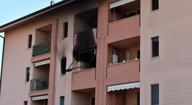Milano, incendio in un appartamento: morto un 53enne, 4 intossicati