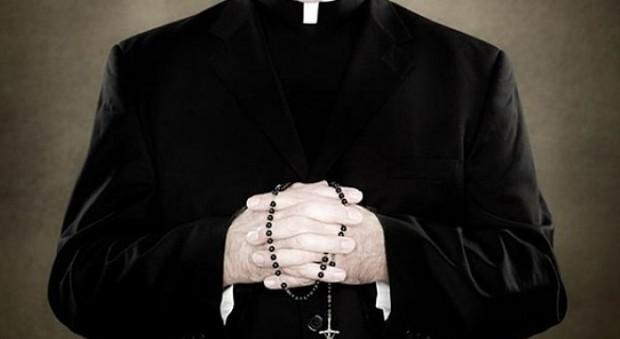 Molestie di preti su suore, boom di denunce. Religiosa racconta: «Io, abusata in confessionale»