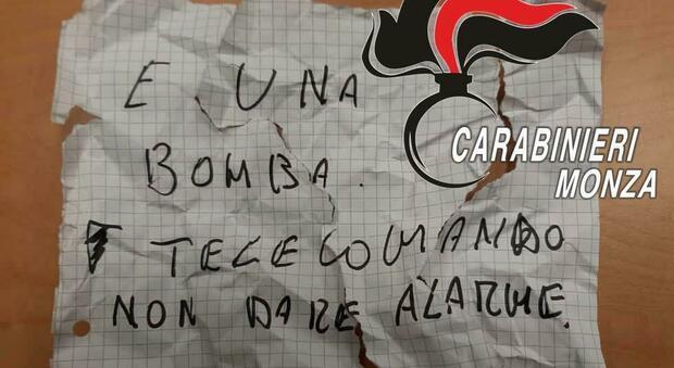 Monza, 61enne tenta di rapinare un negozio ma la dipendente è la moglie di un carabiniere: arrestato