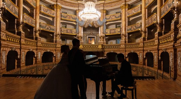 """Sal Da Vinci omaggia la Reggia di Caserta nel suo nuovo singolo """"Il cielo blu di Napoli"""""""
