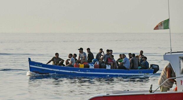 Migranti, strage in mare: naufraga imbarcazione tra Tunisi e Lampedusa: recuperati 21 corpi