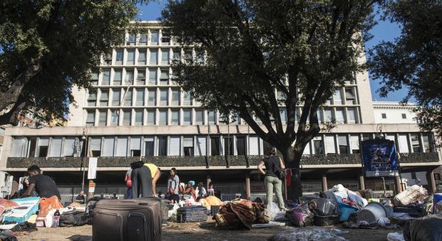 Scandalo nel palazzo dei migranti subaffitti a irregolari un posto letto 10 euro - Posto letto a milano a 100 euro ...