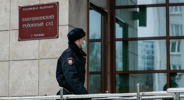 Russia, slitta il processo a carico di Navalny. Il suo legale: «È in isolamento per il Covid»